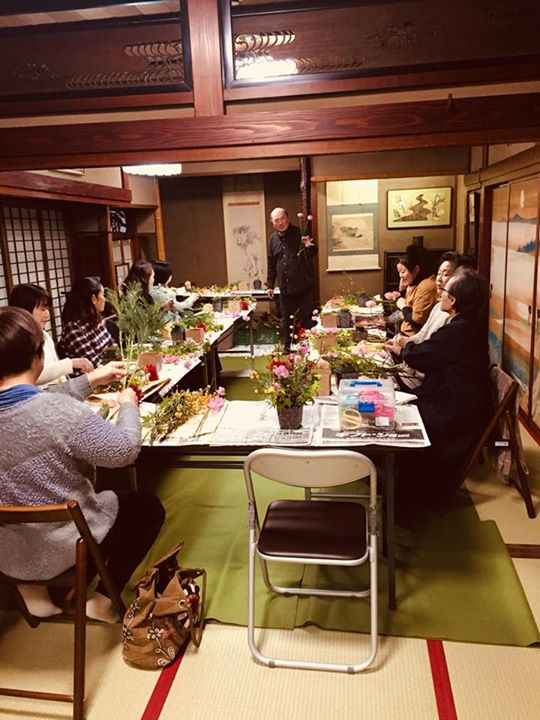 三浦淳志さんを講師にお迎えして、「ひと足早い春を楽しむフラワーアレンジメント」開催しました♫